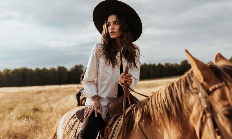 Shooting photo western avec Naïma Rodric